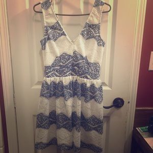 Women's blue and white floral lace dress